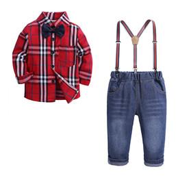 Pajarita para bebe online-Nueva primavera otoño infantil bebé niños Set niños Bow Tie Plaid camisa + Suspender Jeans pantalones Boy 2pcs conjunto ropa traje niños trajes W301