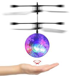 Électronique quadcopter en Ligne-Livraison Gratuite! Enfants Jouet Flying Ball Coloré LED Lumière Noctilucent Ball Quadcopter Drone Électronique Induction Infrarouge Avion Mouche Jouet