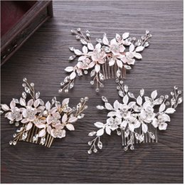 Wholesale Gold Flower Hair Comb - 2018 new leaves comb. International station hot hand flower bride head ornaments. The bride's jewelry wholesale.