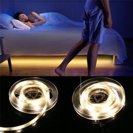 2019 qualität geführtes streifenlicht Bewegungssensor LED Streifen Wasserdicht 1m 2m 5m PIR LED Streifen Weiß / Warmweiß mit Abschaltautomatik Hochwertiges Bettlicht günstig qualität geführtes streifenlicht