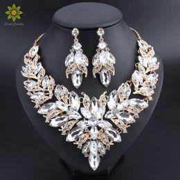 6577995bf581 Flor de lujo indio nupcial de la joyería establece el traje de boda chapado  en oro collar pendientes Set de cristal conjunto de joyas para las mujeres  de ...
