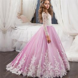 Wholesale 2018 Splendidi abiti da ragazza di fiore in raso e nuovo arrivo Abiti da ballo Pizzo Appliquato Fiocchi Abiti da spettacolo per Feste di nozze per bambini FD030