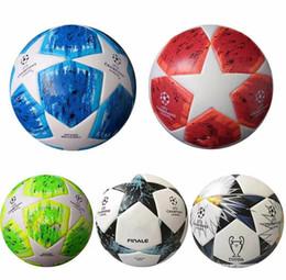 bolas de futebol Desconto 2018 final kyiv liga de campeão europeia bola de futebol pu tamanho 5 bolas grânulos de futebol antiderrapante frete grátis bola de alta qualidade