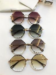 sonnenbrillen farbige linsen Rabatt Populäres designerfrauen-Sonnenbrillepolyes der neuen Art und Weise frameless mit Ausschnitt lensesframe klare helle Linse ultra-light Eyewear 142
