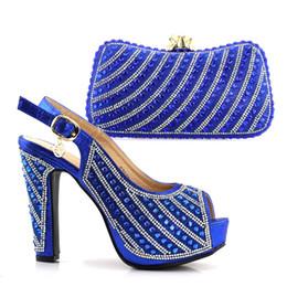 Blaue schöne schuhe online-2018 Nizza PU-Leder Royal Blue mit Strass Italienischer Schuh mit passendem Taschen-Set Afrikanischer Schuh und Tasche für Party passend