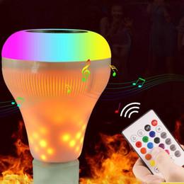 Bluetooth 4.0 E27 Светодиодная лампа 18W RGB Музыка Воспроизведение с регулируемой яркостью Беспроводной аудио-динамик Лампа с 24 клавишами дистанционного управления от