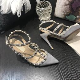 Style européen marque femmes talons hauts chaussures habillées mode rivets filles sexy bout pointu chaussures boucle plate-forme pompes rivet chaussures ? partir de fabricateur