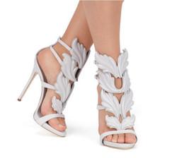 Sandali di fiamma online-2017 Designer Flame metal leaf Wing Sandali con tacco alto Oro Nude Black Party Events Shoes Size 35 - 42