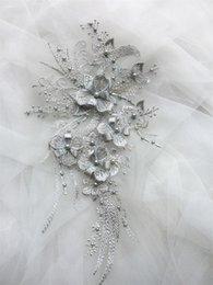 Tela de velo online-MEETEE 3D parche de tela pegatinas encaje vestido Applique flor de la tela bordada recortar para decorar vestido de novia velo accesorios de prendas de vestir