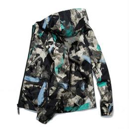 Canada 2018 Nouveau Hommes Veste De Mode Printemps Hommes Camouflage Vestes Casual Mens Manteau Hommes À Capuche Zipper Strrtwear Manteaux Plus La Taille 4XL cheap plus size camouflage jackets Offre