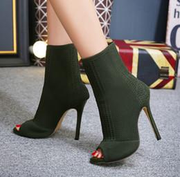 licht tan stiefel frauen Rabatt Herbst Designer bequeme Peep Toe Stiefeletten Mode Wolle Socken 11cm Pfennigabsatz schwarze Booties Party Schuhe