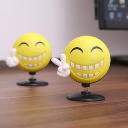 Car Cute Shaking Head Happy Face Perfume Ornamento Decoración Auto Interior Smile Energy Lovely Ambientador desde fabricantes