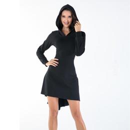 Automne et hiver en Europe et aux États-Unis nouvelle robe noire moulante à capuche à manches longues irrégulière noire pure robe sexy ? partir de fabricateur