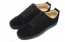 Sapatilha de rebite de tendência on-line-Tendência de Venda quente Homens Sapatos Casuais Preto Conforto Chegada Nova Moda Rodada Toe Rebites Charme Lazer Lace Up Moda Sapatos Homem Tamanho 35-46