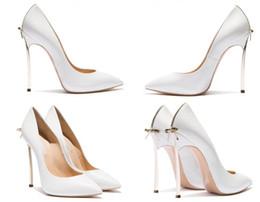 zapatos de la boda de raso de marfil vuelos Rebajas color beige + oro tacón nueva marca sexy bowknot dedo del pie puntiagudo tacón alto club nocturno negro boda nupcial zapatos