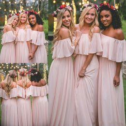 Vestido de dama de honor largo rosa bohemio online-Gasa Mumu largo vestidos de dama de honor Elegante color rosa fuera del hombro Playa de Bohemia Dama de honor Fiesta de bodas Más tamaño vestido de dama de honor