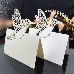 Настольные карточки онлайн-Лазерная резка визитных карточек с птичьим деревом Бумага для резьбы Гостиные карточки Украшения для праздничных столов Визитные карточки для свадеб PC60