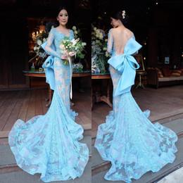 Vestido de noche largo desnudo de la vendimia online-Light Sky Blue Vestidos de noche de encaje Sin espalda Sirena Gran lazo de espalda Mangas largas Desnudo Vestidos de fiesta formales Vestido de fiesta vintage