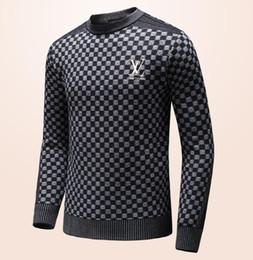 Ropa europea de alta calidad online-2019, nuevo suéter europeo de alta calidad, línea de ropa de marca de lujo del partido de desgaste de los hombres, con las medias casuales de las cartas # 052
