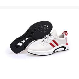 Argentina 2018 Año Nuevos Zapatos de cuero genuino para hombre Zapatos pequeños blancos Zapatos casuales 3 colores Otoño Invierno Estilo coreano Cien y hasta Tiempo libre Suministro