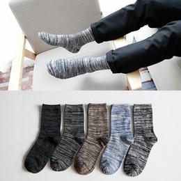 estilos de vestirse caliente para hombres Rebajas Venta al por mayor - Venta caliente calcetines de los hombres estilo británico de la élite de algodón largo para los hombres al por mayor calcetines vestido casual calcetines 17-026