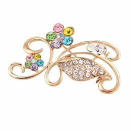 Wholesale Wholesale Mosaic Clothes - 2017 temperament Crystal Mosaic luxury gold Hollow out flower brooch for women Jewelry fashion clothes accessories