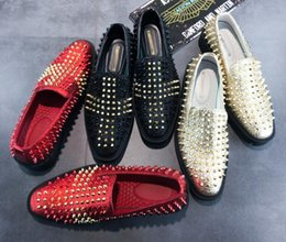 2018 New Fashion Gold Spiked Loafers Shoes Men Round Toe Bling Sequins  Banque Wedding Shoes Male Slip On Rivets Men Shoes Leather G276 discount gold  spiked ... ee0f6909e213