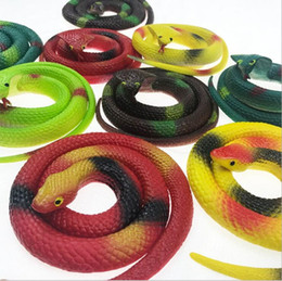 Brinquedos de cobra de borracha on-line-75 cm ambiente de borracha Emulação de cobras decorações de Halloween brinquedo Assustador cola suave falso cobra de Halloween decoração de Festa de cobra de brinquedo