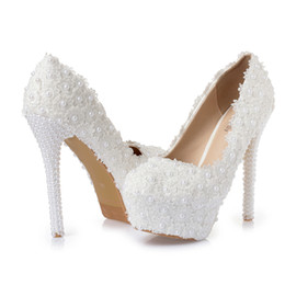 Zapatos de boda perlas rhinestones online-Flor dulce Mujeres Bombas Tacones altos Plataforma de encaje Perlas rhinestone Zapatos de boda Zapatos de vestir de novia todo la altura del talón puede hacer