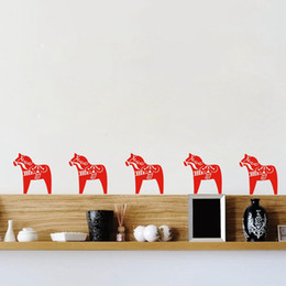 2019 karikaturmöbel ecoration Muster Dala Pferd Muster-Wand-Aufkleber Nordic-Kunst-Dekor, Cartoon-Tier Pony Vinylwand-Aufkleber Wohnmöbel Sacndinavian ... günstig karikaturmöbel