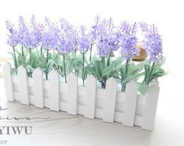 Cerca de la flor artificial online-Boda 1 Set 30cm Florero de valla de madera + Flores Eugene Flower Rose and Daisy Artificial Flower Set Flores de seda para la decoración del escritorio del hogar