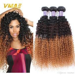 Ombre Sarışın Brezilyalı Saç atkı 7A Brezilyalı Kinky Kıvırcık Bakire Saç Üç Ton 1b 4 30 Ombre Kinky kıvırcık örgü İnsan saç uzantıları nereden