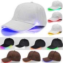 ce09f6682a398 LED Lighted Casquette de baseball Glow Club Baseball Hip-Hop Golf Danse  Chapeau Fibre Optique Lumineux Bouchon De Chapeau Réglable Xmas Party  Chapeau ...
