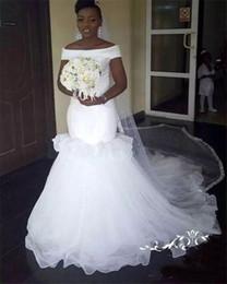 Velos blancos online-Vestidos de novia de sirena africana Fuera del hombro Volantes Vestido de novia en capas de Tulle Beach Vestidos de novia blancos de Dubai sin velo