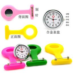 Gráfico de ropa online-Silicone Nurse Watch - Medical Nurse Wall Chart - Pin de pajarita de color liso. Reloj de decoración.