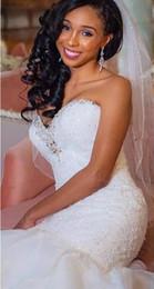 Cristales moldeados blancos Vestidos de novia de sirena 2019 Custom Made Sweetheart Sexy Ruffle Lace Vestidos de novia de novia Botones de talla grande Volver C desde fabricantes