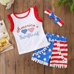 2020 maglietta di nappa dei capretti New Baby Girls Sets 2018 Summer Letters T-shirt stampata + Pantaloni corti nappa + Fascia 3 pezzi / set Abiti del quarto di luglio Abbigliamento per bambini maglietta di nappa dei capretti economici