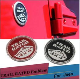 Taxas de carros on-line-Etiqueta Do Corpo Do carro Trilha Classificado 4X4 3D Emblema Emblema Preto Red Metal Decalque para Jeep Wrangler Patriot Grand Cherokee Bússola Liberdade