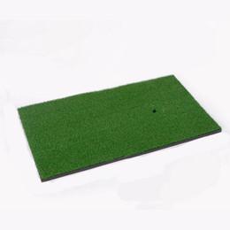 golf übungsmatten Rabatt 1 Stück Hinterhof Golfmatte Golf Trainingshilfen Schlagen Pad Praxis Gummi Gras Matte Grassroots Grün 60x30 cm Drop Shipping