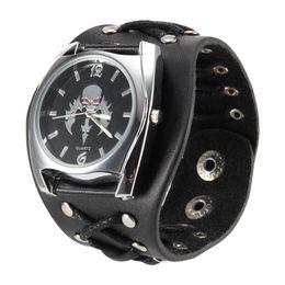 Reloj de pulsera de cuarzo de estilo punk para mujer con diseño de calavera Correa de remache para reloj Cool LXH desde fabricantes