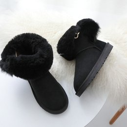 Botas de pele on-line-2018 Inverno New Fur Bola Botas De Neve Austrália Clássico De Pele De Ovelha Um Nas Botas Crianças Grossas de Algodão Quente sapatos