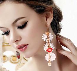 orecchini rossi delle labbra di modo Sconti nuovo caldo Hot fashion lungo pizzo bianco orecchini rossi labbra ragazze pop accessori moda classica eleganza delicata