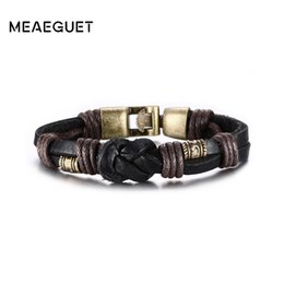 bracelet style rue Promotion Meaeguet Punk Street Style Corde Tressée Chaîne Noeud Charme Bracelet Bracelet Hommes Noir / Marron Couches En Cuir Bracelet Hommes Bijoux