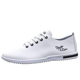 zapatos de vestir de charol blanco de los hombres Rebajas zapatos oxford italianos para hombre de lujo para hombre de charol negro blanco marca de zapatos para hombre del dedo del pie puntiagudo vestido zapatos clásico derbies hombre