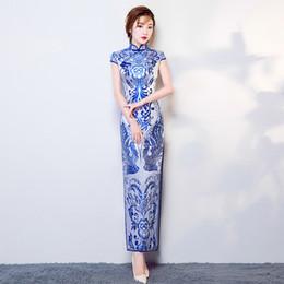 Vestido de azul e branco super dragoes