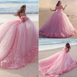 Vestidos de fiesta bola de quinceañera árabe 2018 Puffy fuera del hombro Tulle rosa 3D flores tren de la catedral Dulce 16 vestidos de noche de baile barato del partido desde fabricantes