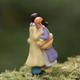 Wholesale Couples Figurines - Happy Moment Couple Hug Miniature Figurine Decoration Fairy Garden PVC Anime Action Figure Home Ornaments Gift Toys