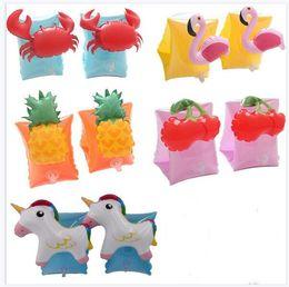 2019 piccoli giocattoli di ems Flamingo Baby Kids Nuoto Braccio Anelli Granchio Braccialetto gonfiabile Bands Floaties Cartoon Ananas Ragazzi Swim Accessori Spedizione gratuita