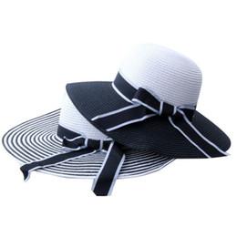 Venda quente Moda Preto Branco Listrado Chapéu De Palha Hepburn Vento  Bowknot Verão Chapéu De Sol EleWomen Straw Beach Feminino chapéus de palha  brancos ... 39320add473