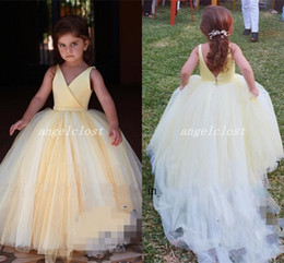 2019 giallo chiaro abito di sfera ragazza di fiore abiti per matrimoni scollo a V backless sweep treno ragazze pageant dress cosplay usura bambino abiti del partito supplier yellow flower girl dress for weddings da fiore giallo vestito ragazza per matrimoni fornitori